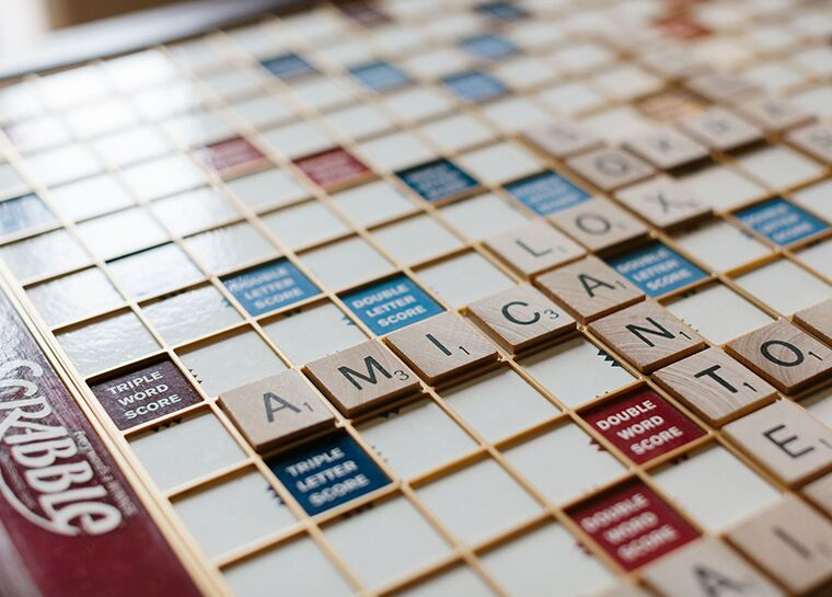 Scrabble board with Amica displayed